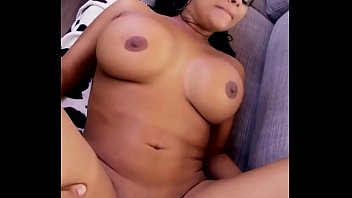 no ella pero quiere Squirt and piss threesome