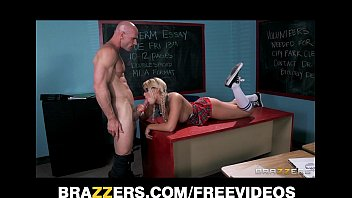 sleeps and fucks dad step daughter blonde Il baise sa mere avec son pote