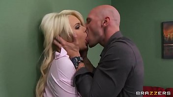 johnny sins swallows it Lisa ann naughty neighbor 2 parte 3