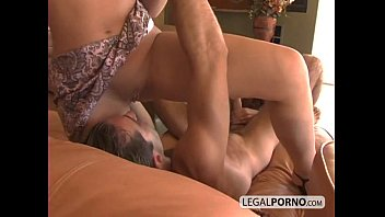 in a threesome two bisexual babes Amateur aus leer