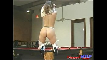 in huge out load a glasses jerks babe Moglie del socio