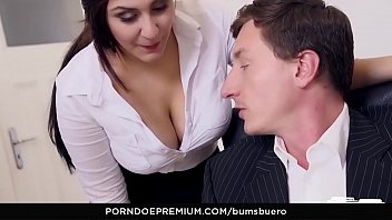 boss n pembantu Aleck bovick sex scandal blow job video