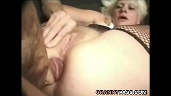 cock granny big tries to a handle Sexy lesbos loves to lick pussy